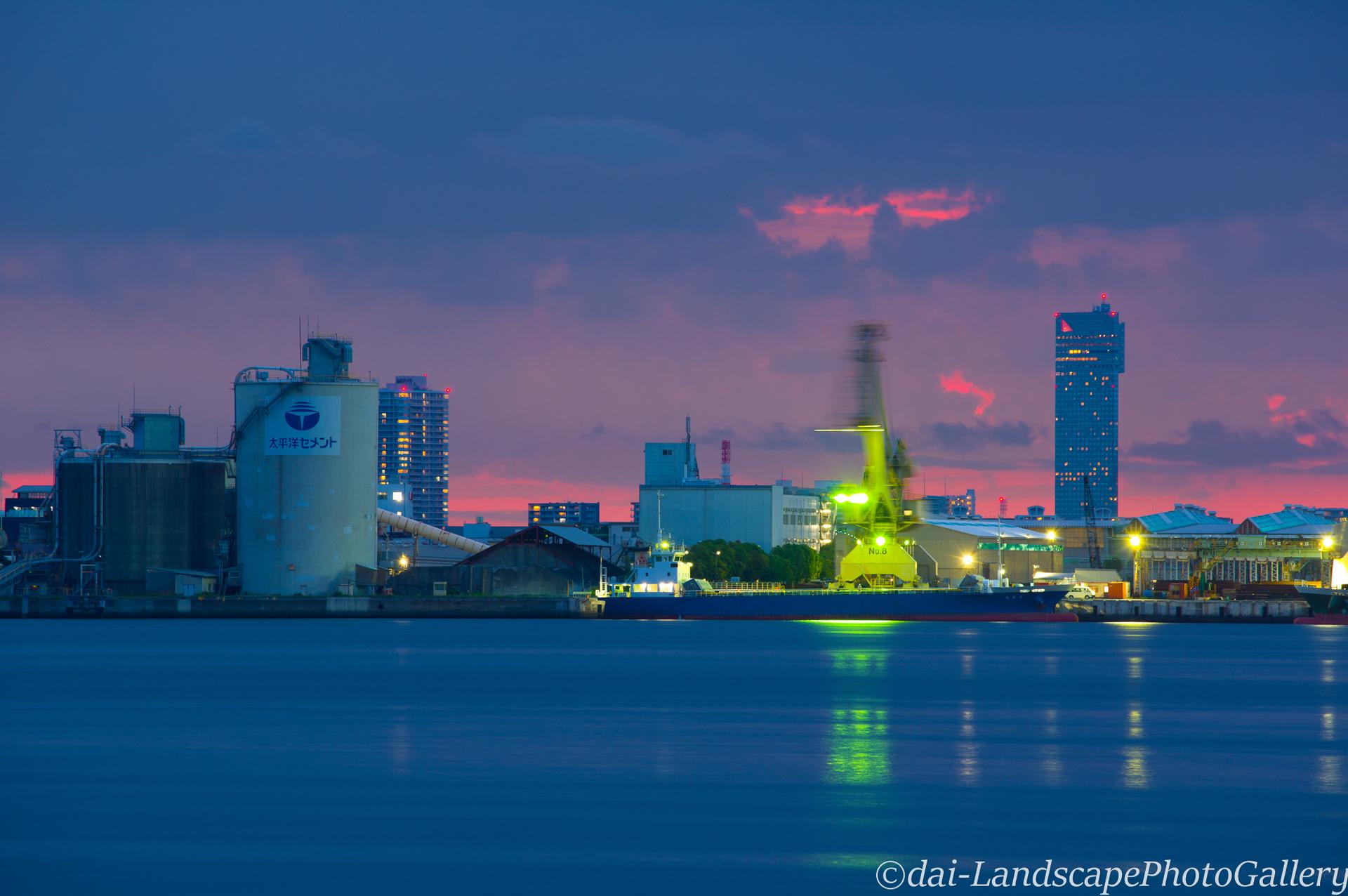 夕暮れの千葉港