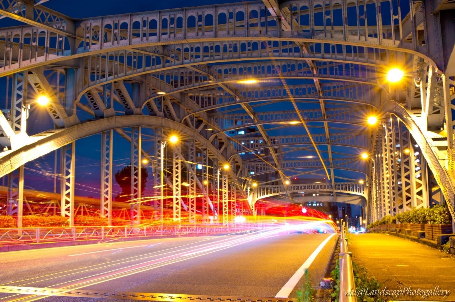 千住大橋の光跡
