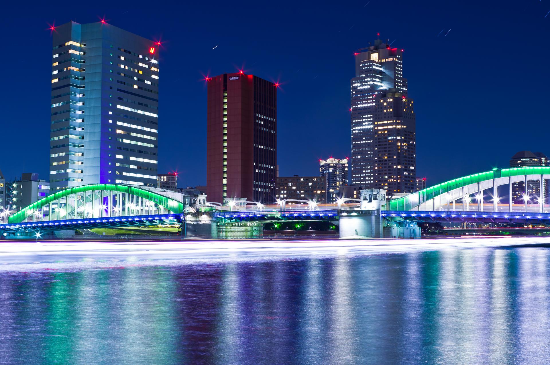 夜の永代橋と屋形船光跡