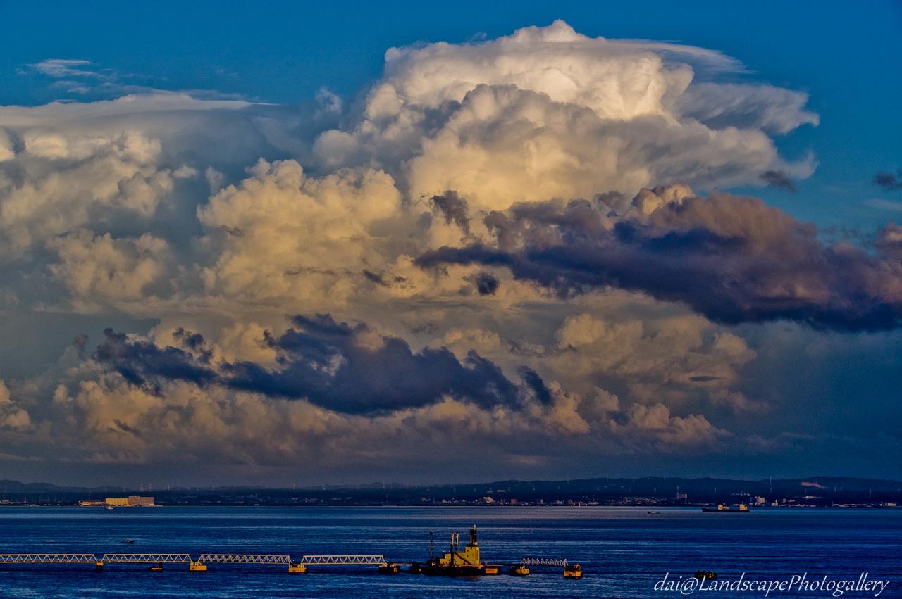 東京湾と入道雲