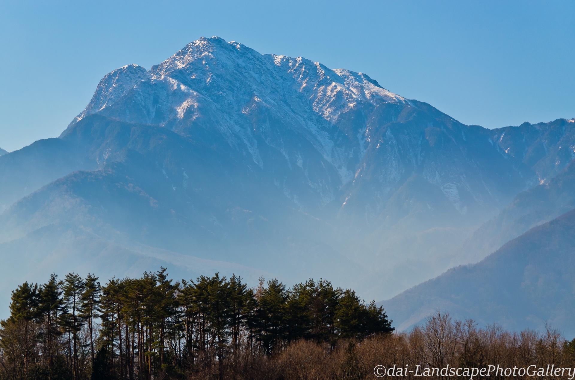 冬の甲斐駒ヶ岳遠望