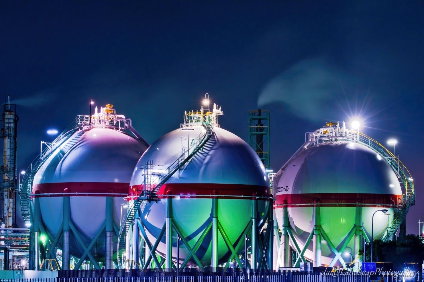 AGCタンクの工場夜景