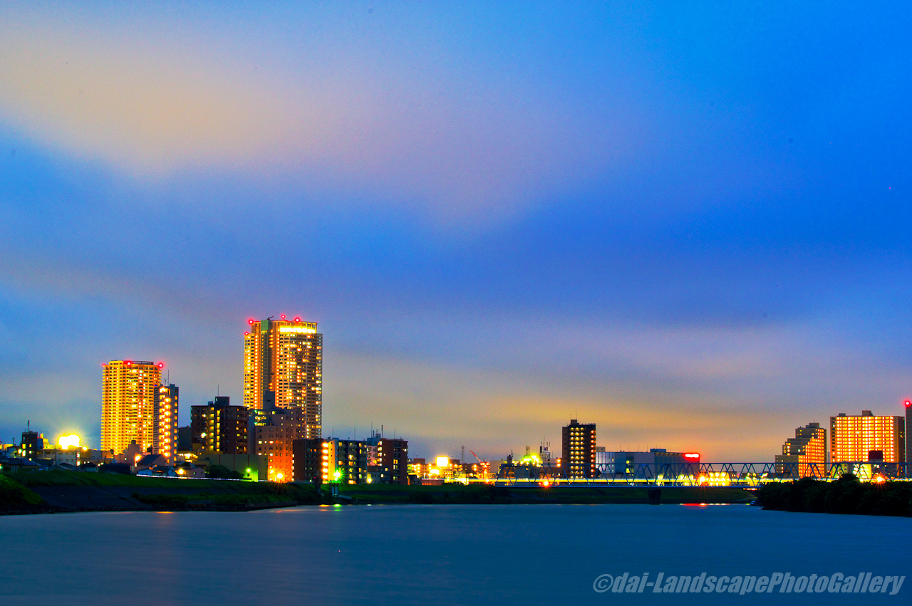 薄暮の江戸川夜景
