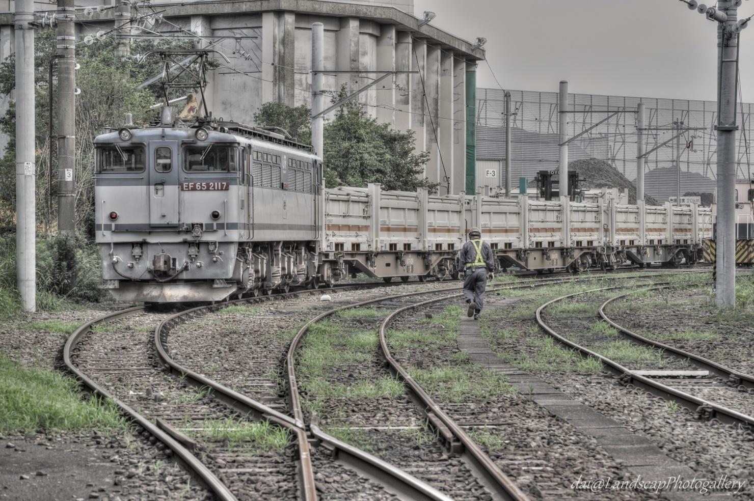 扇町駅到着のリニア残土貨物列車【HDRi】