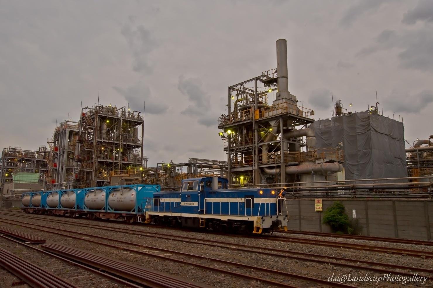 工場地帯の貨物線風景
