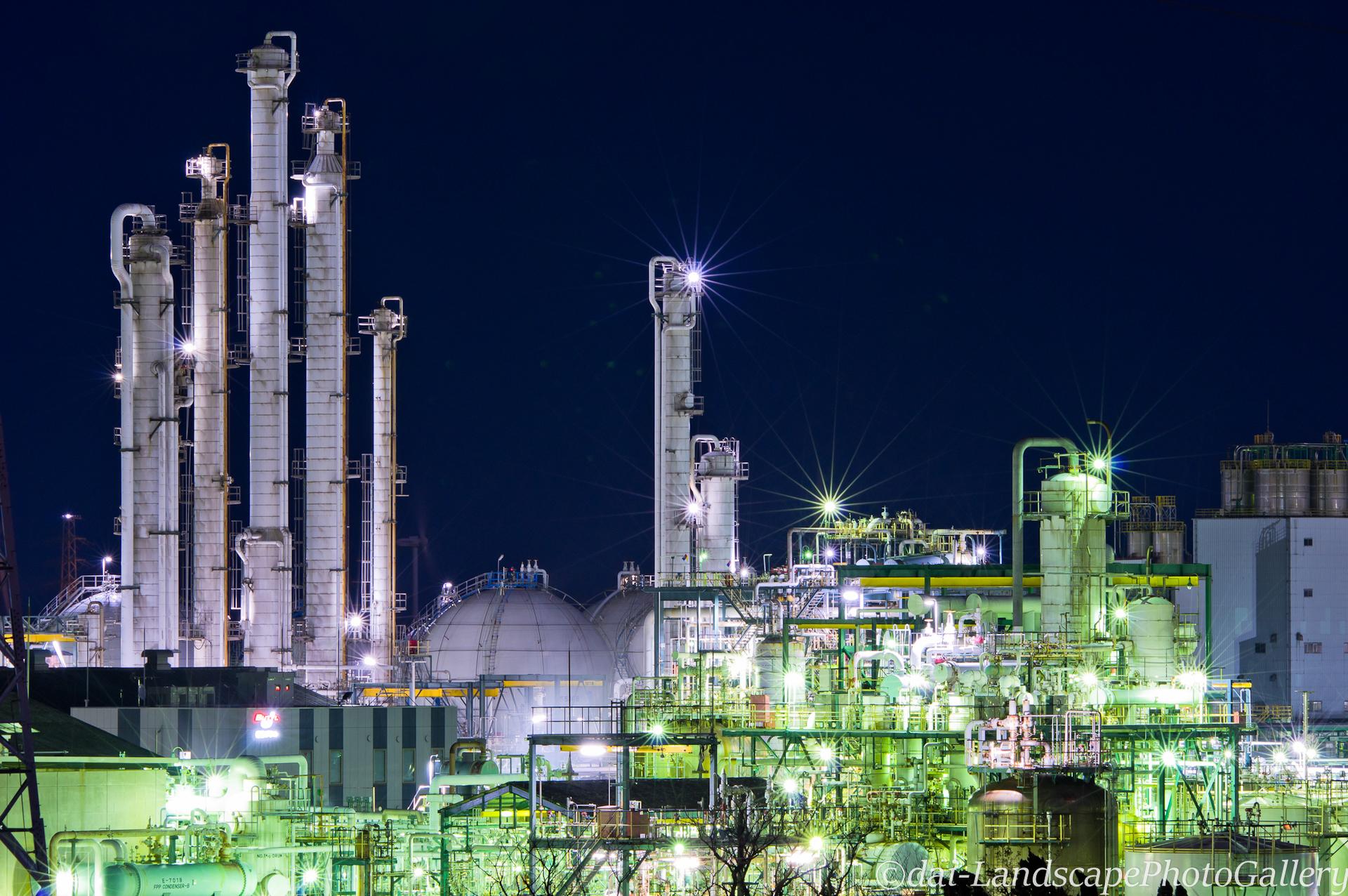鹿島臨海工業地帯 蒸留塔の夜景