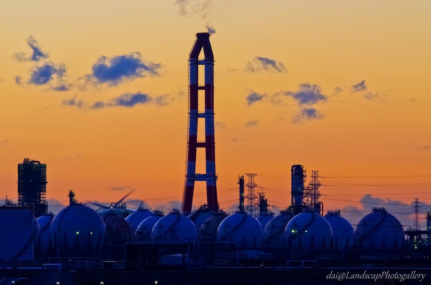 夜明けの鹿島臨海工業地帯