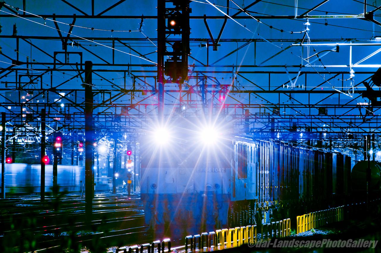 新鶴見信号場 夜の貨物列車