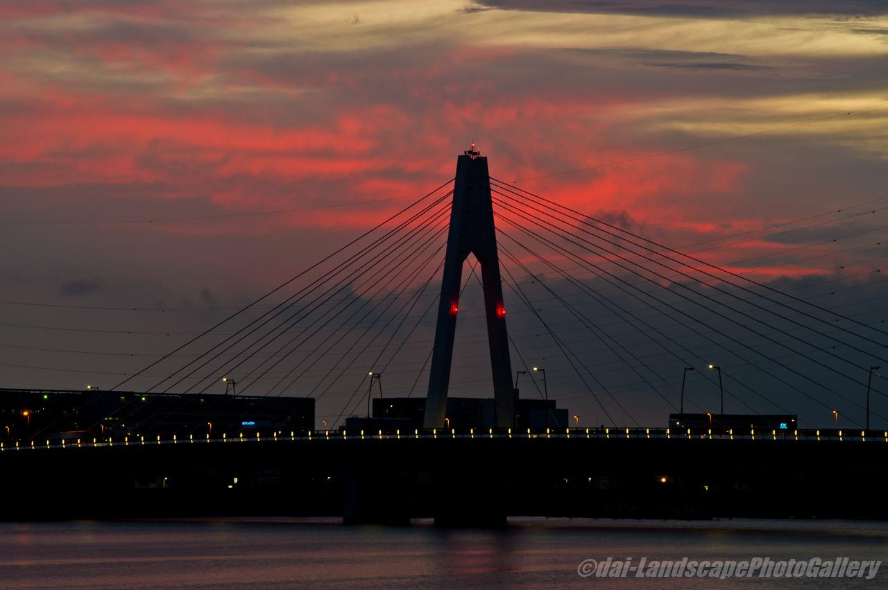 大師橋と朝焼けの空