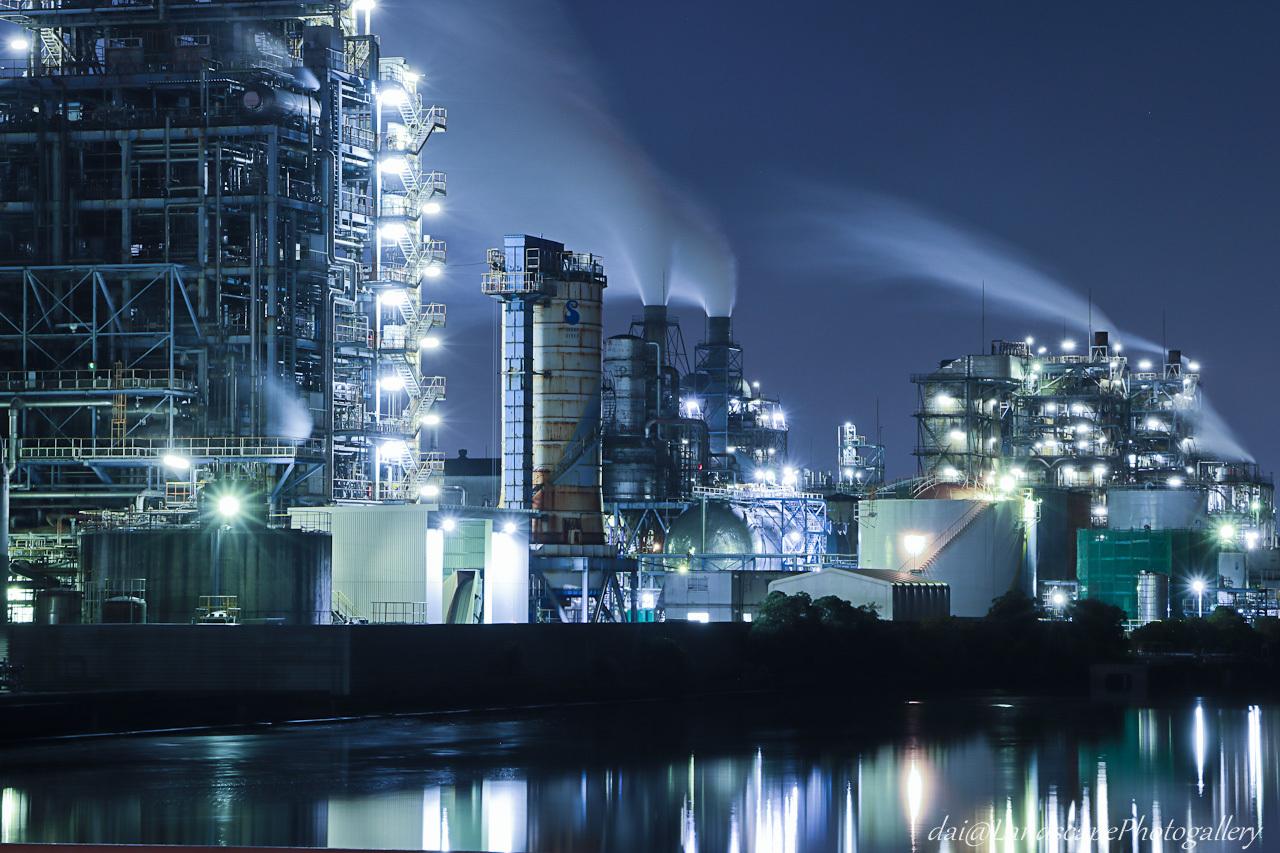 南渡田運河沿いの工場夜景