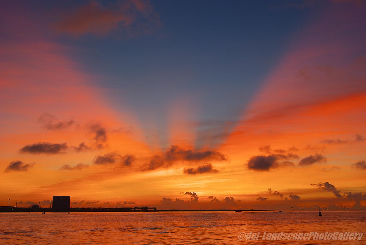 川崎港の朝焼け空