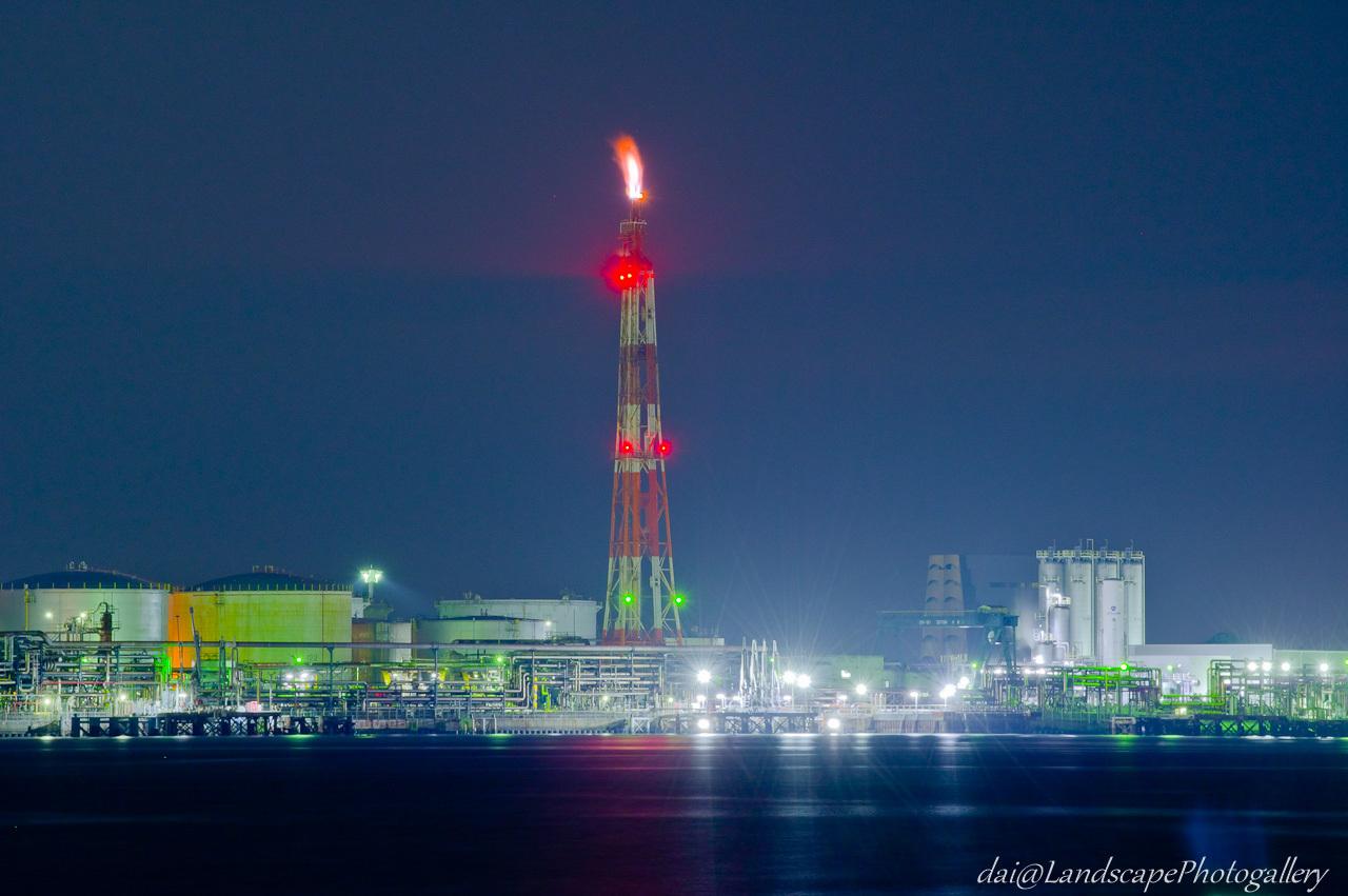 フレアスタックの工場夜景