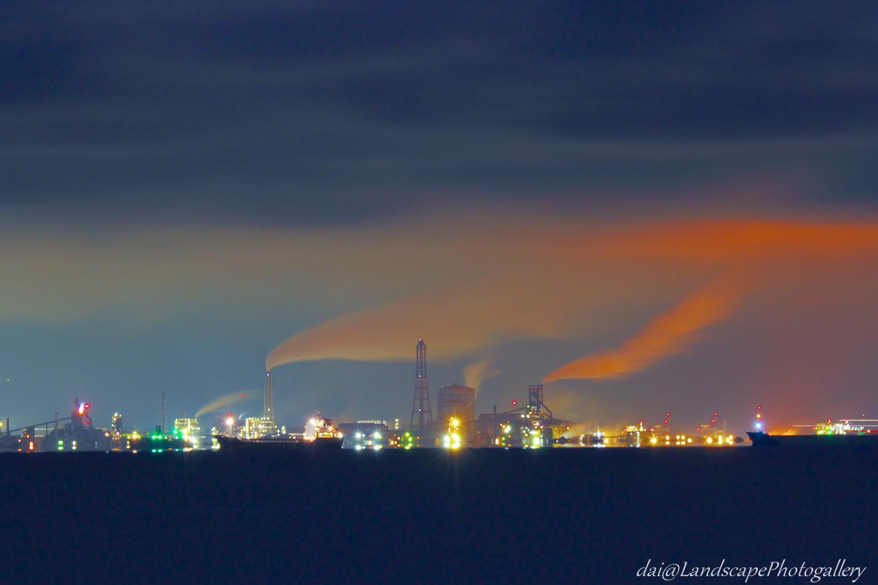 東京湾越しの製鉄所夜景