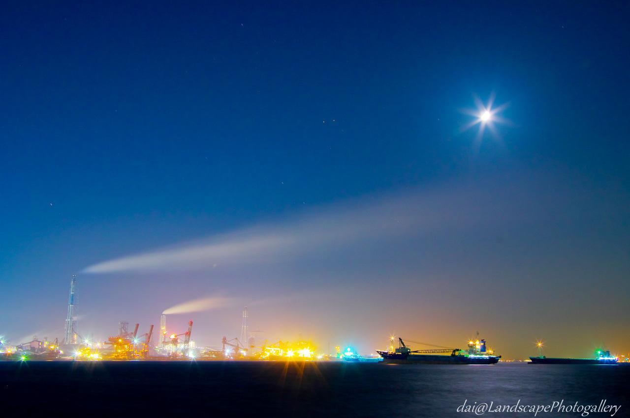君津製鉄所夜景と月