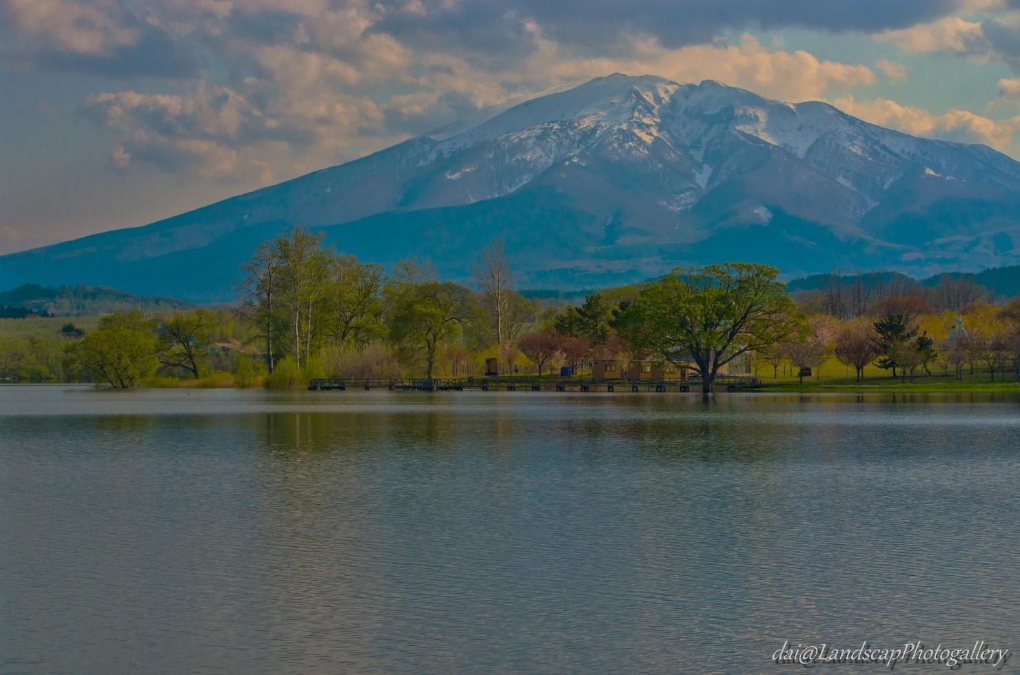 春の津軽富士見湖と津軽富士風景