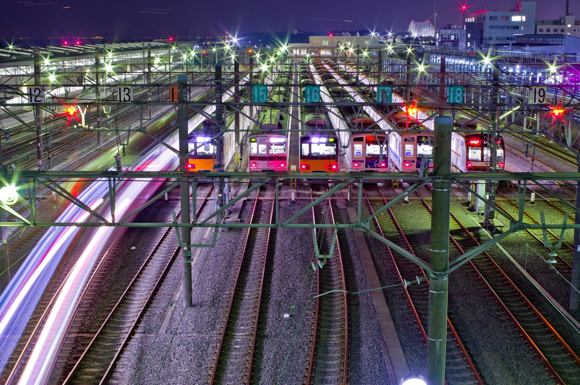 東京メトロ新木場車両基地の夜景