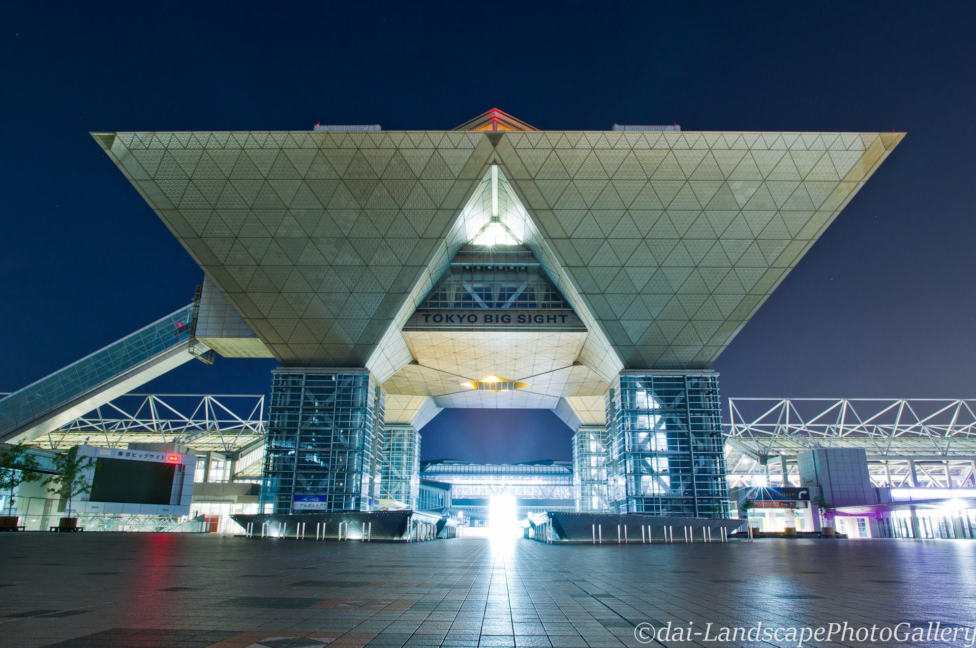 夜の東京ビックサイト