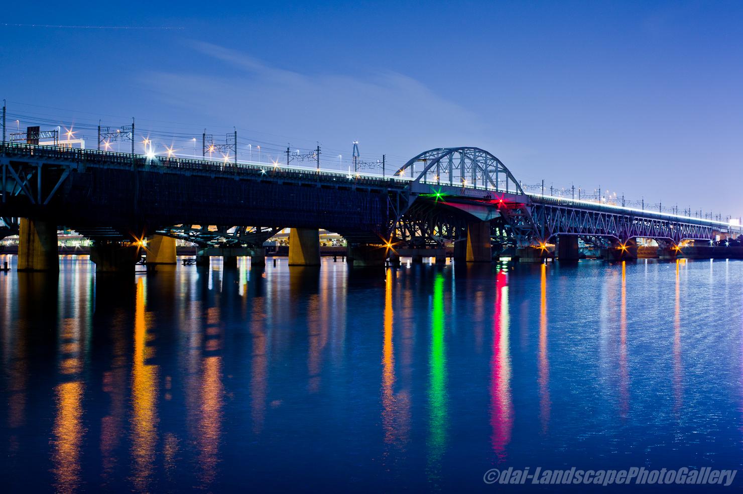 夜の荒川河口風景