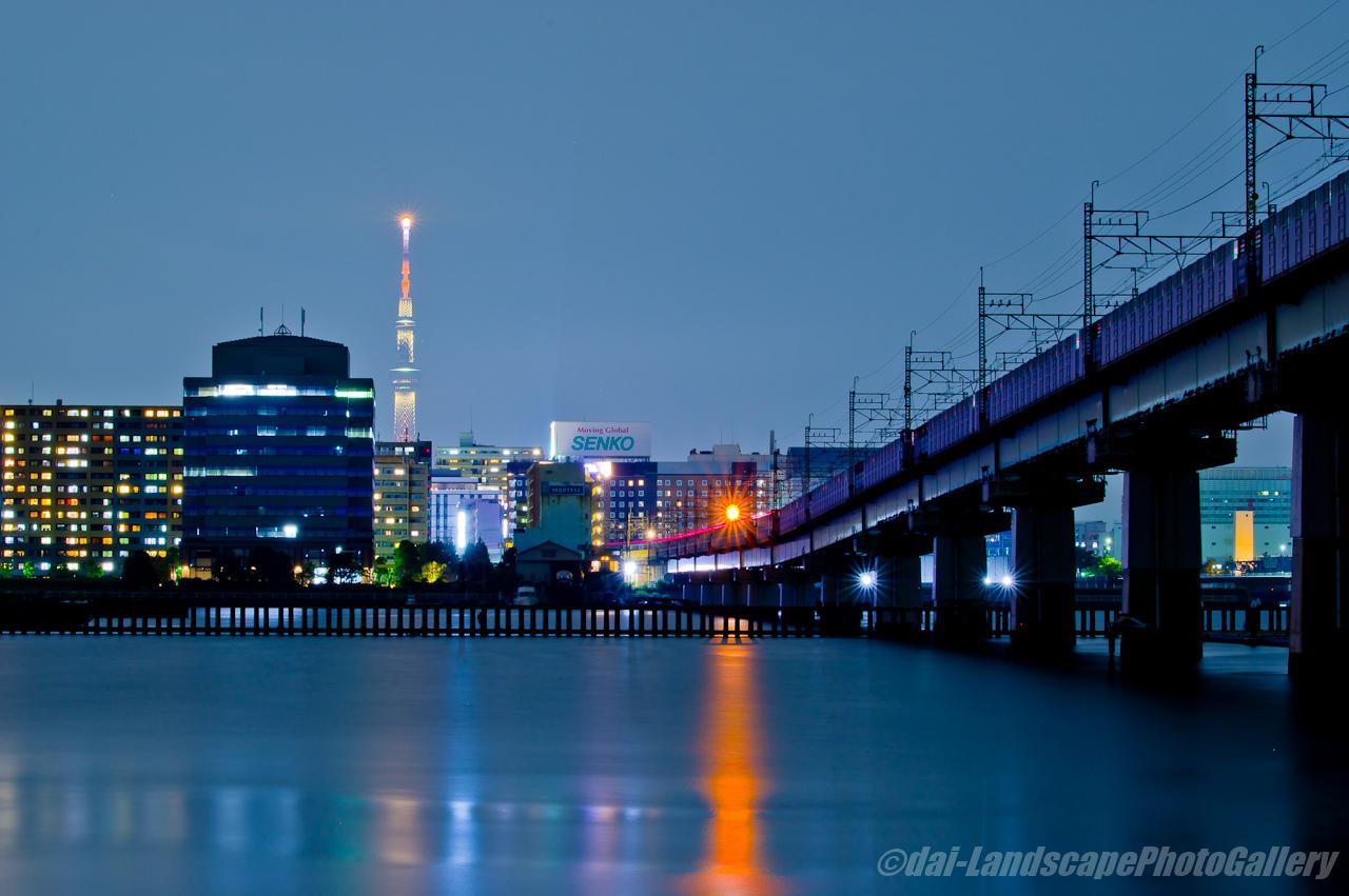 東京スカイツリーと京葉線夜景