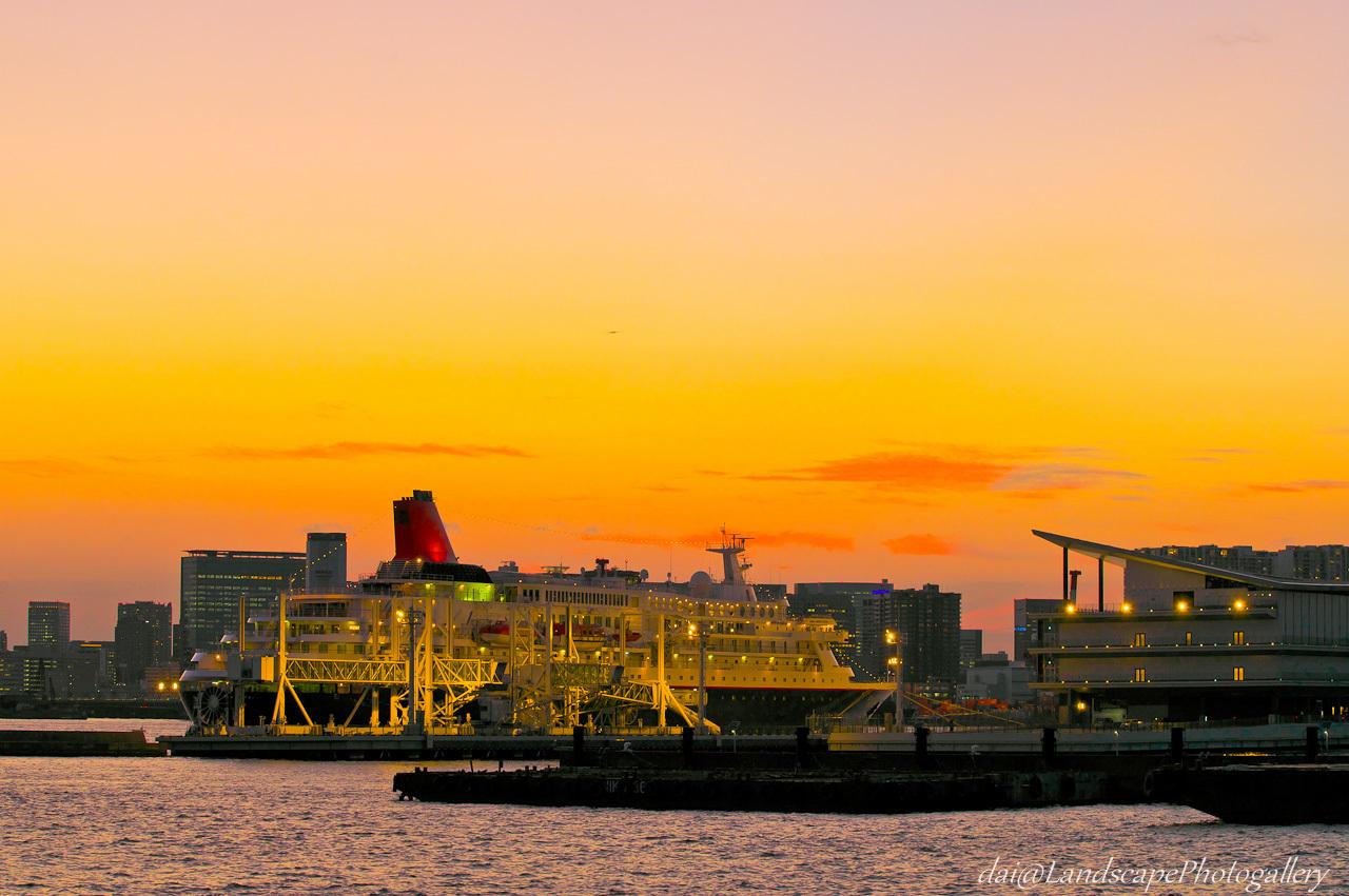 東京国際クルーズターミナル夕景