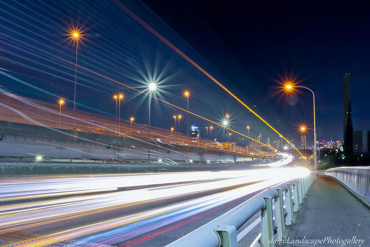 荒川河口橋の光跡