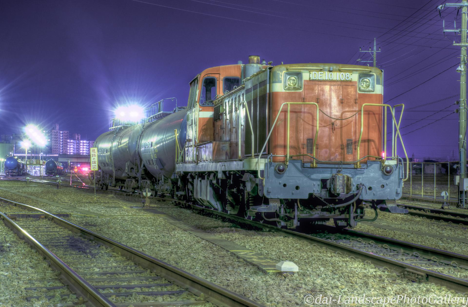 夜のディーゼル機関車【HDRi】