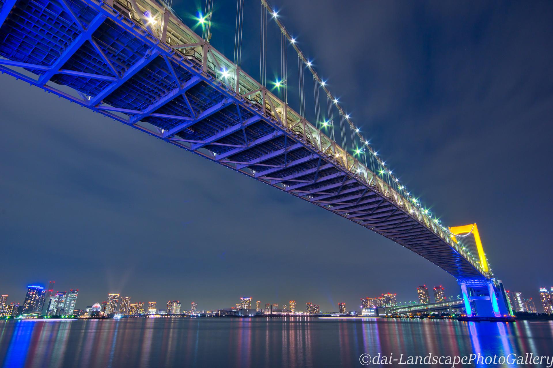 東京港 レインボーブリッジの夜景