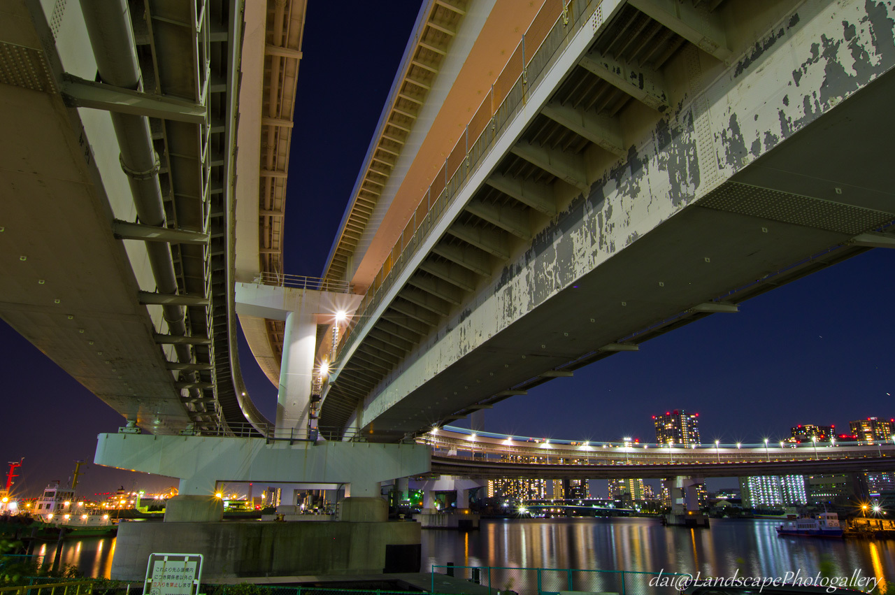 レインボーブリッジ橋詰め夜景