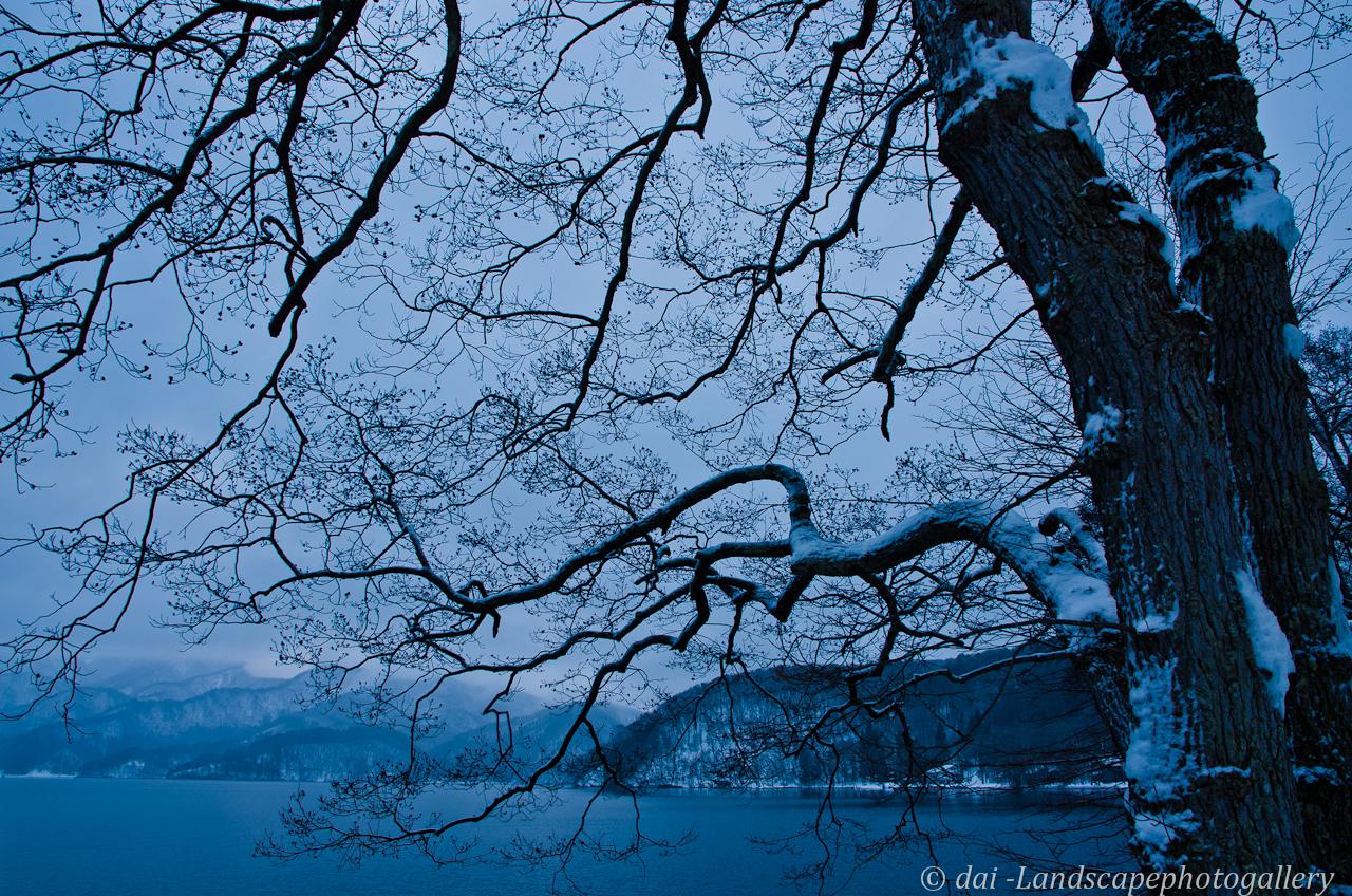 真冬の野尻湖湖畔にて
