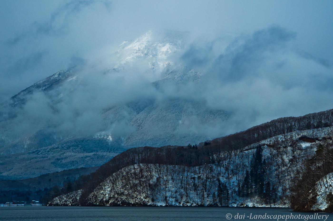 冬の野尻湖と黒姫山