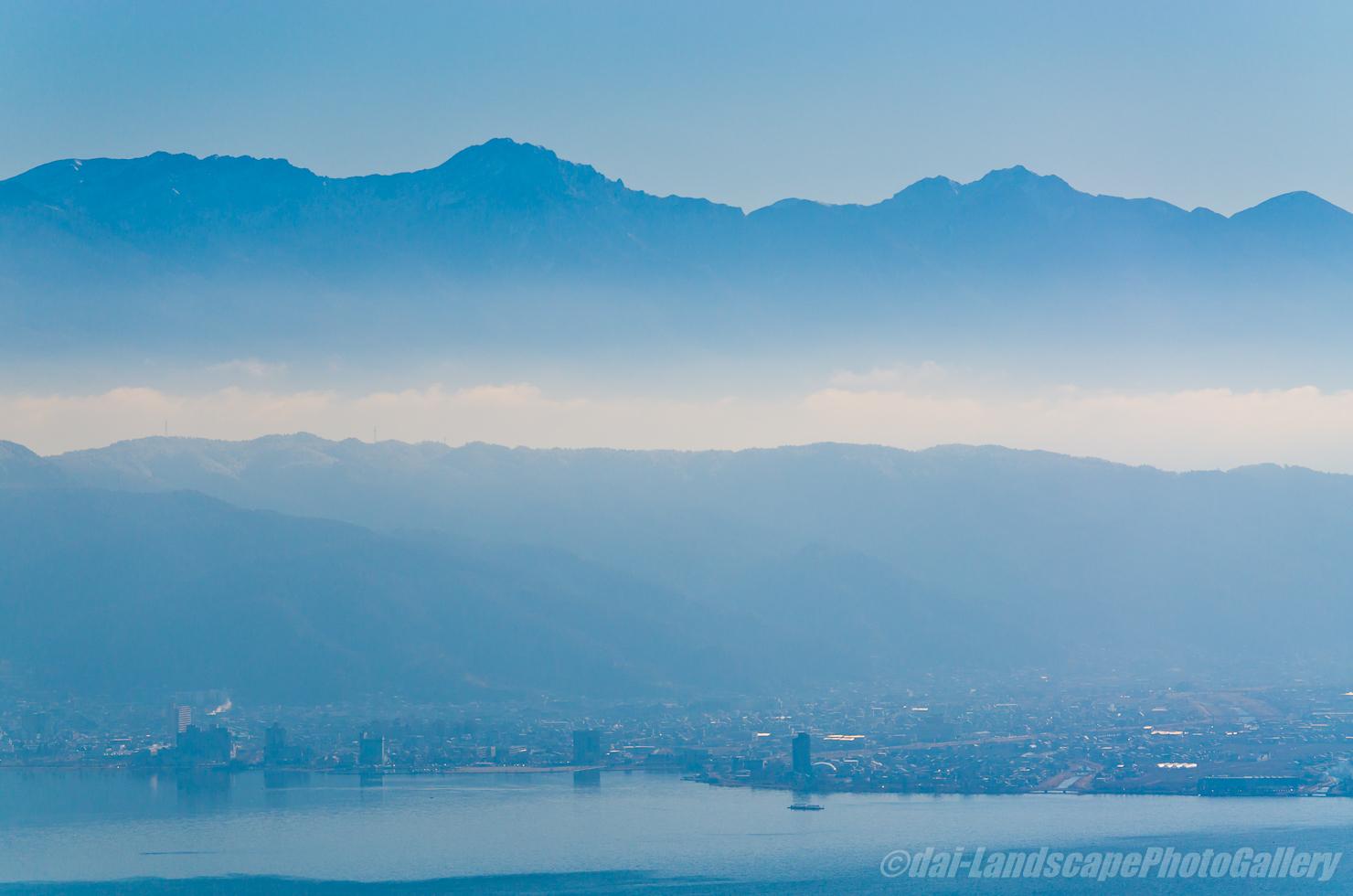 朝の八ヶ岳連峰と諏訪湖遠望