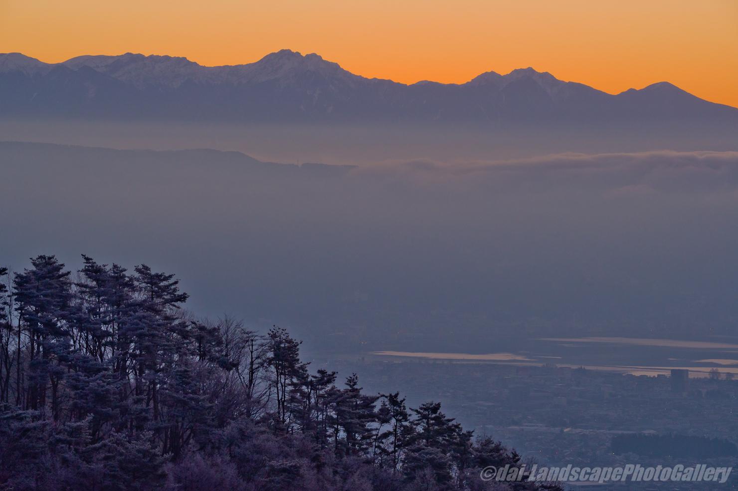 冬の早朝の八ヶ岳連峰遠望