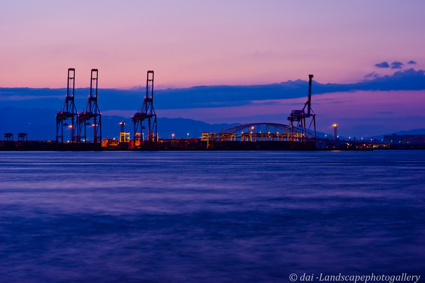 黄昏の大阪港