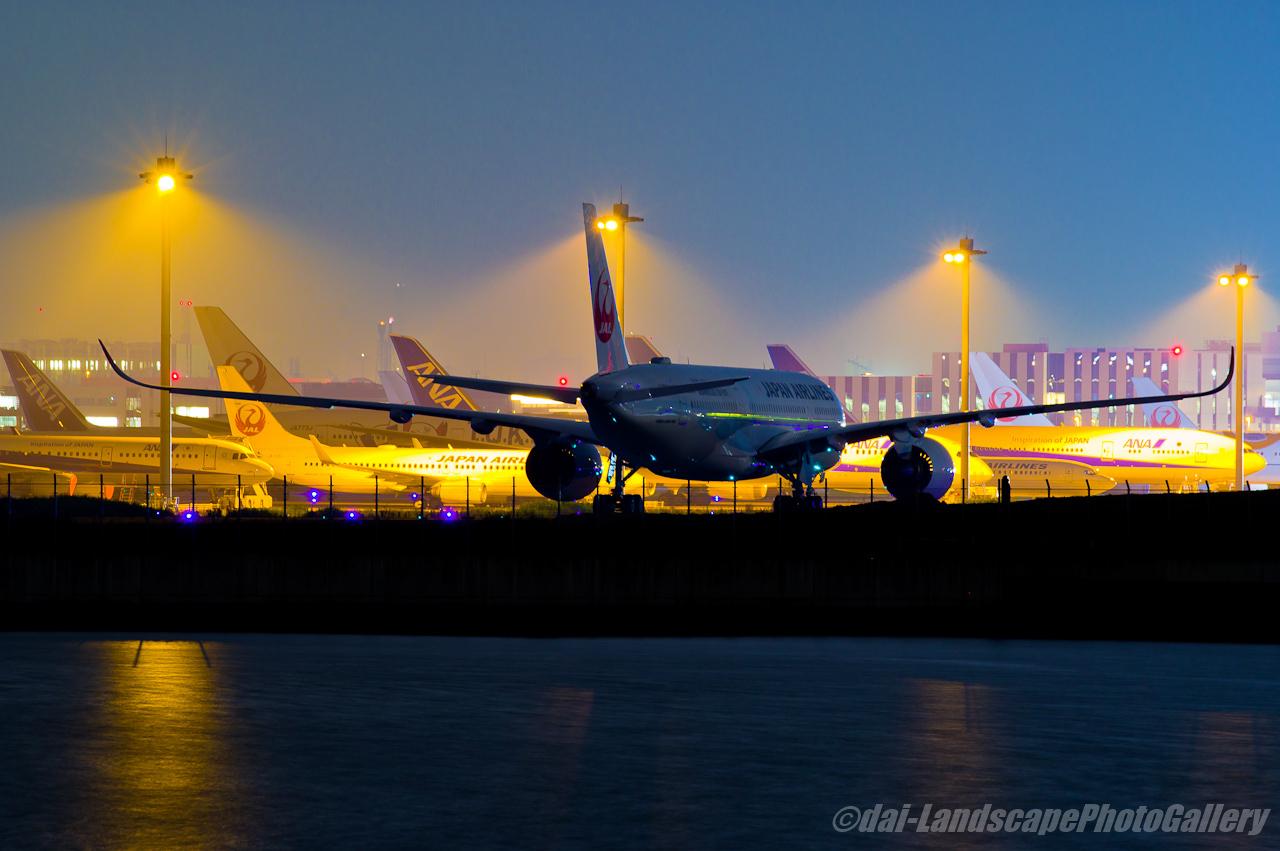 羽田空港駐機場夜景