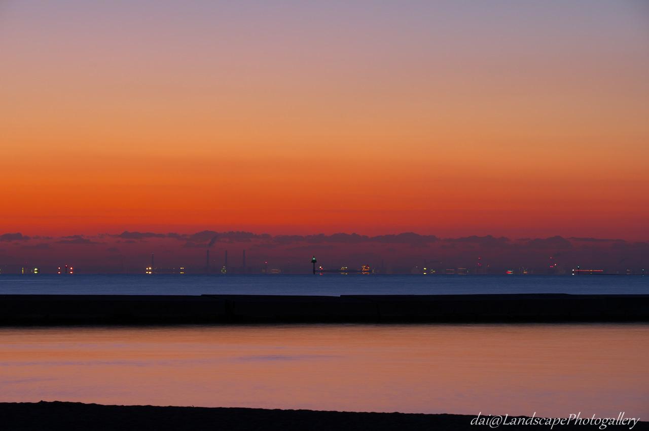 夜明けの東京湾