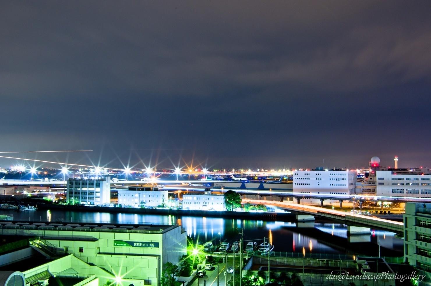 夜の海老取川と羽田空港