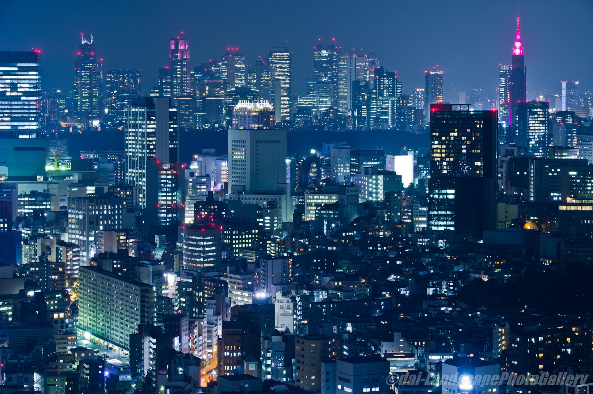 ピンクリボンフェスティバル キャンペーンライトアップの新宿