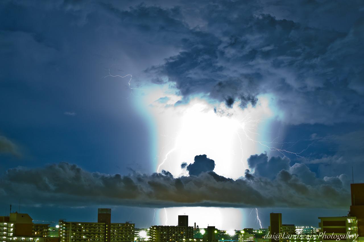 閃光の落雷