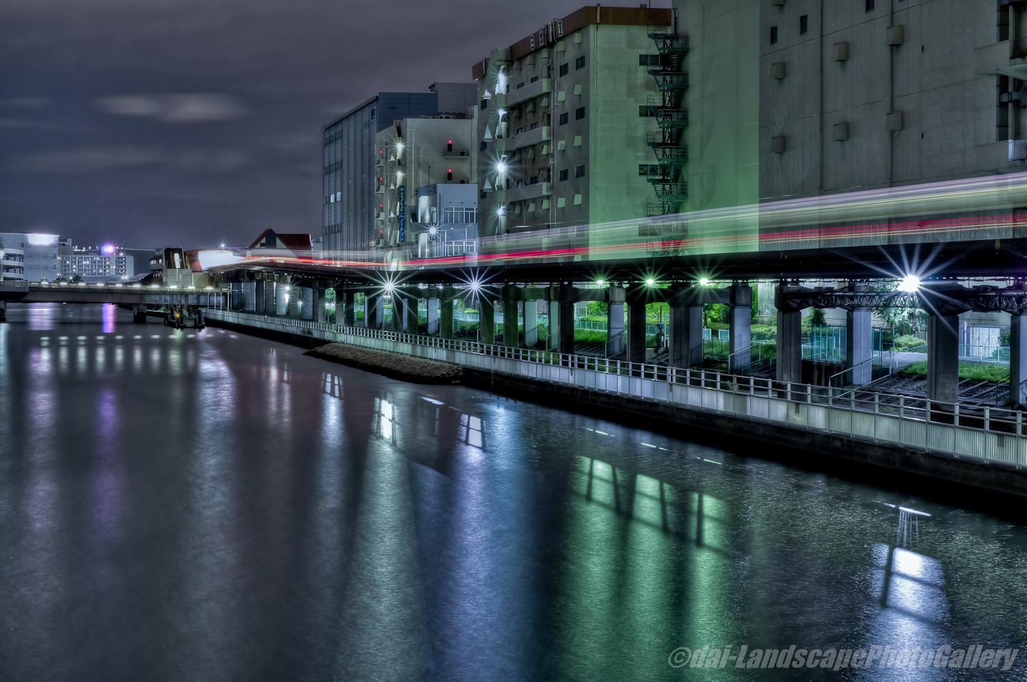 夜の京浜運河とモノレールの光跡【HDRi】
