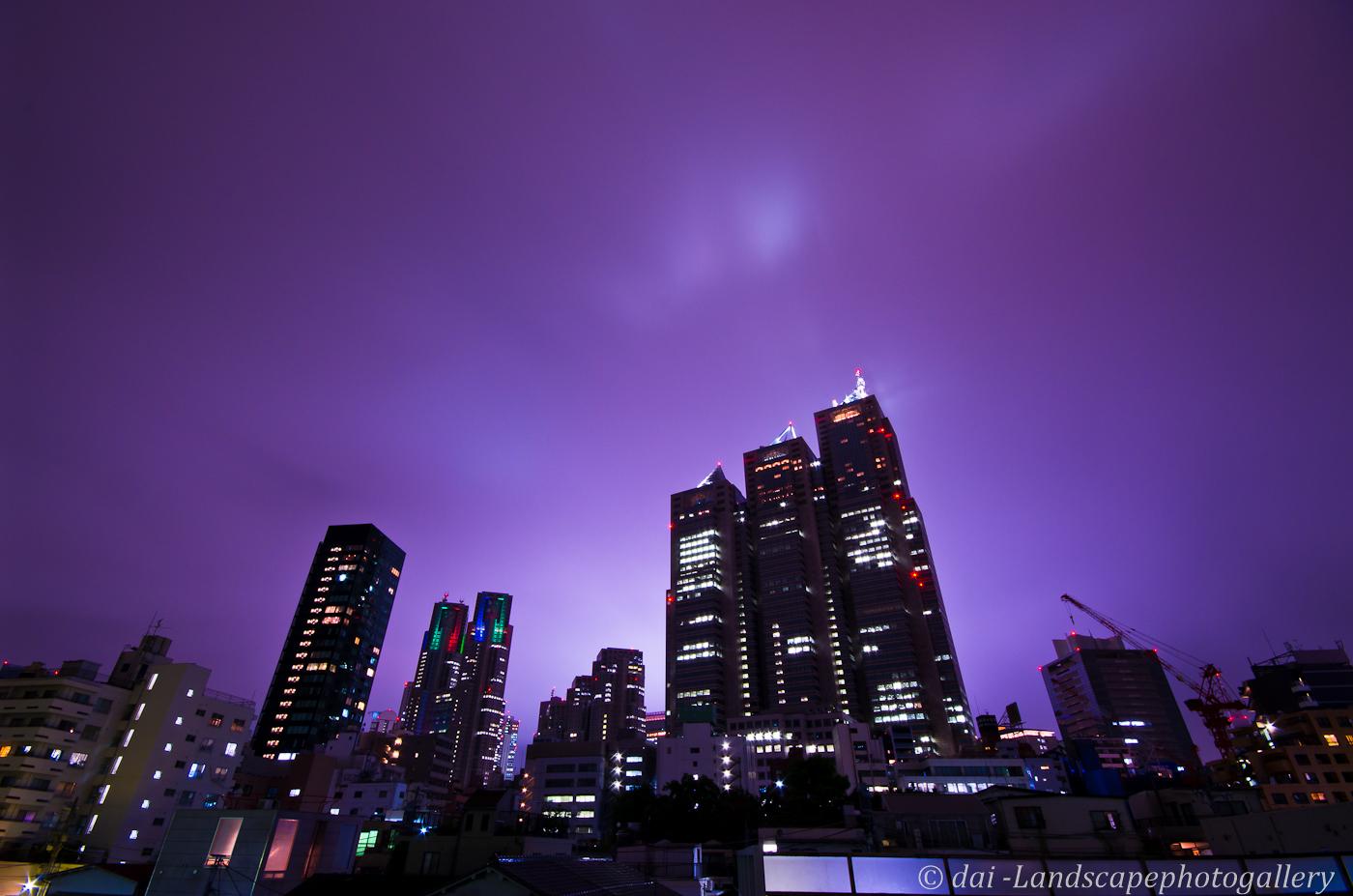 新宿雨空夜景