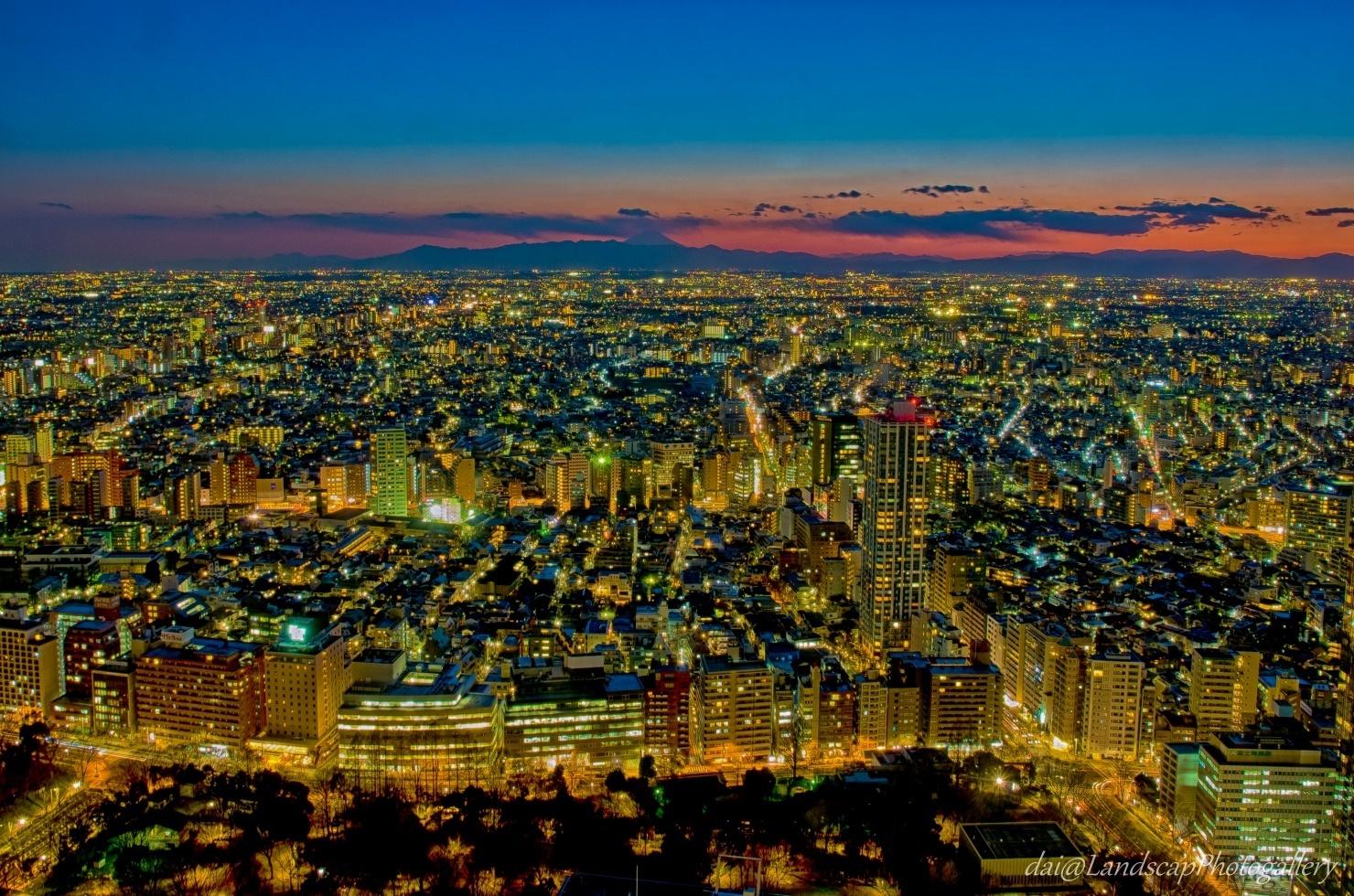 新宿住友ビルからの夕夜景【HDRi】