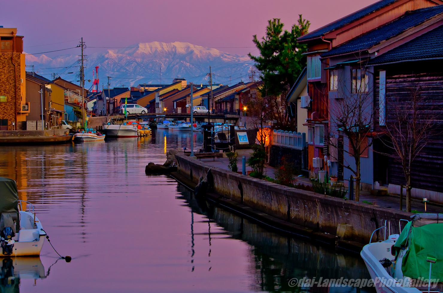 冬の新湊 内川と立山連峰夕景