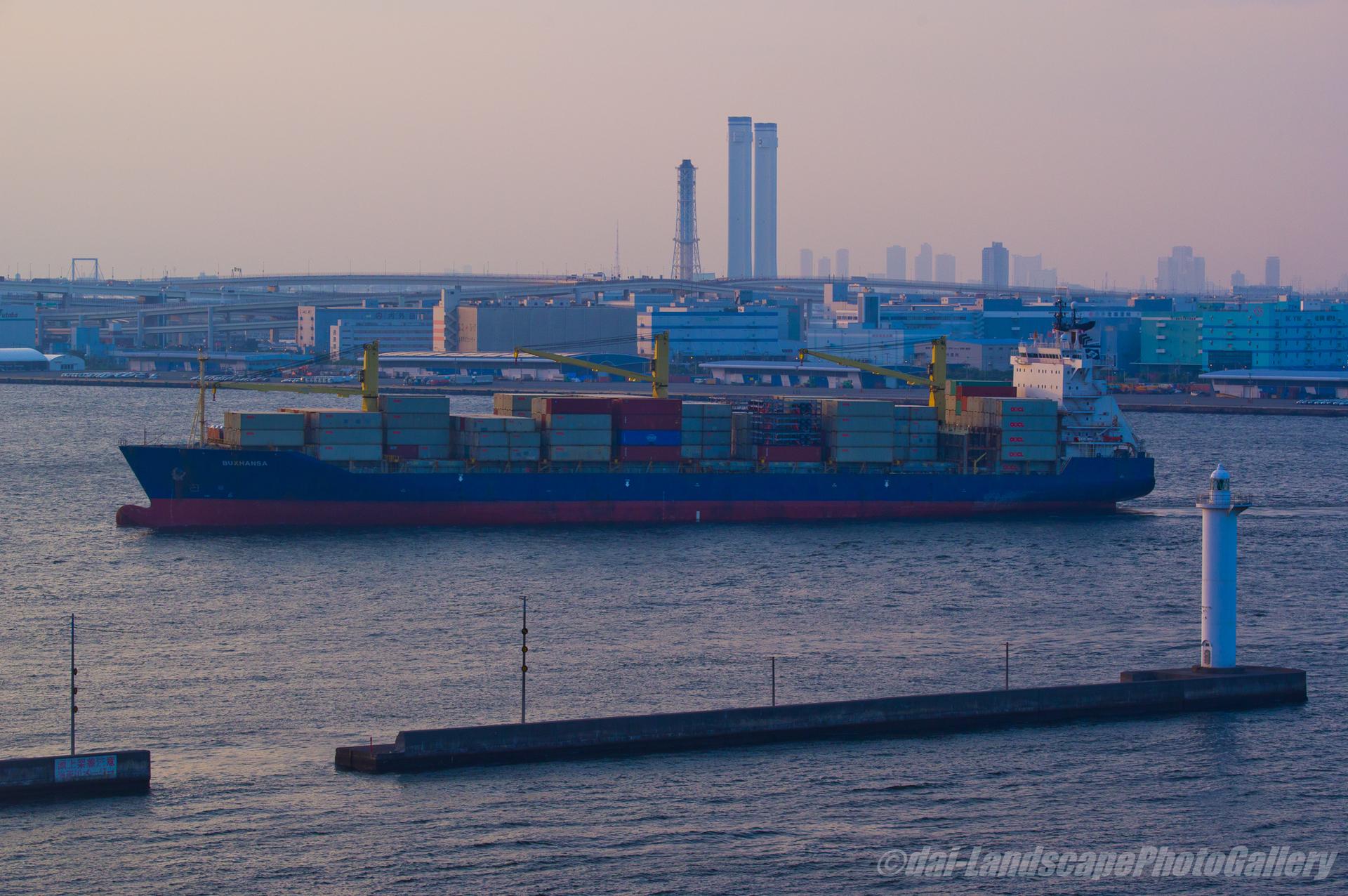 BUXHANSA 横浜港入港風景