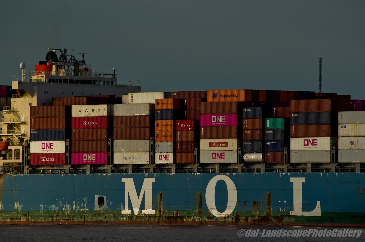 MOL MAESTRO 東京港出航風景