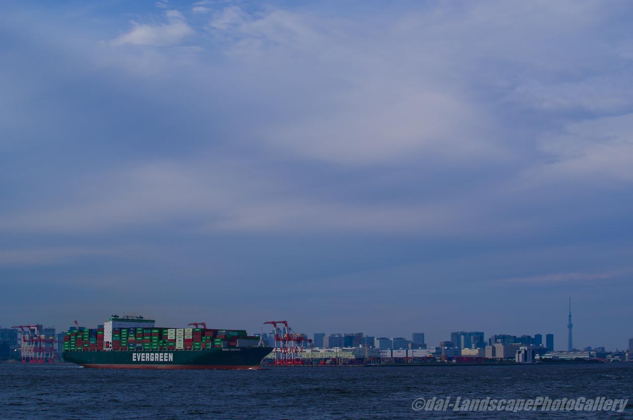 EVER LINKING 東京港出航風景