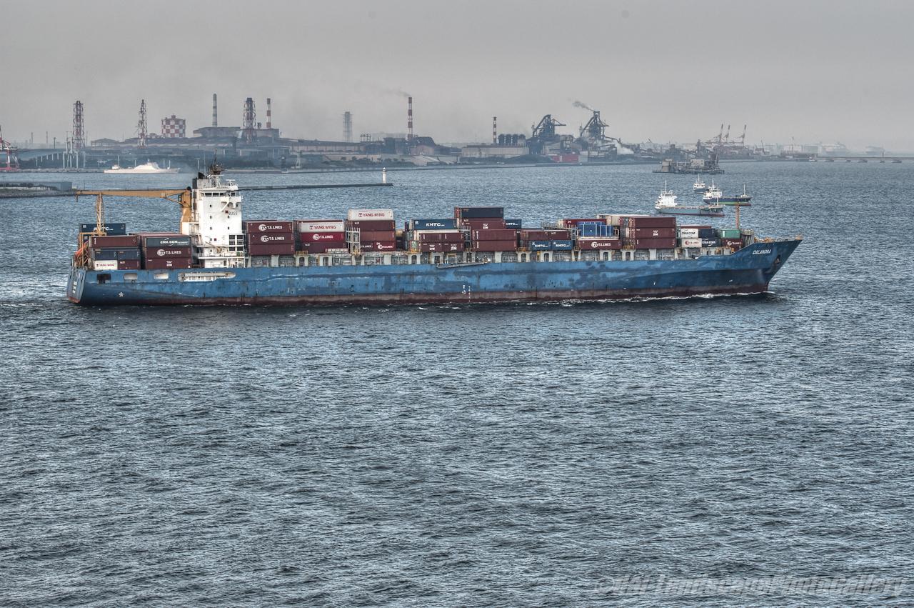 CALANDRA横浜港出航風景【HDRi】
