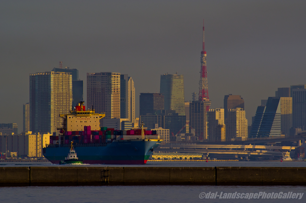 SEASPAN EMINENCE 東京港出航風景