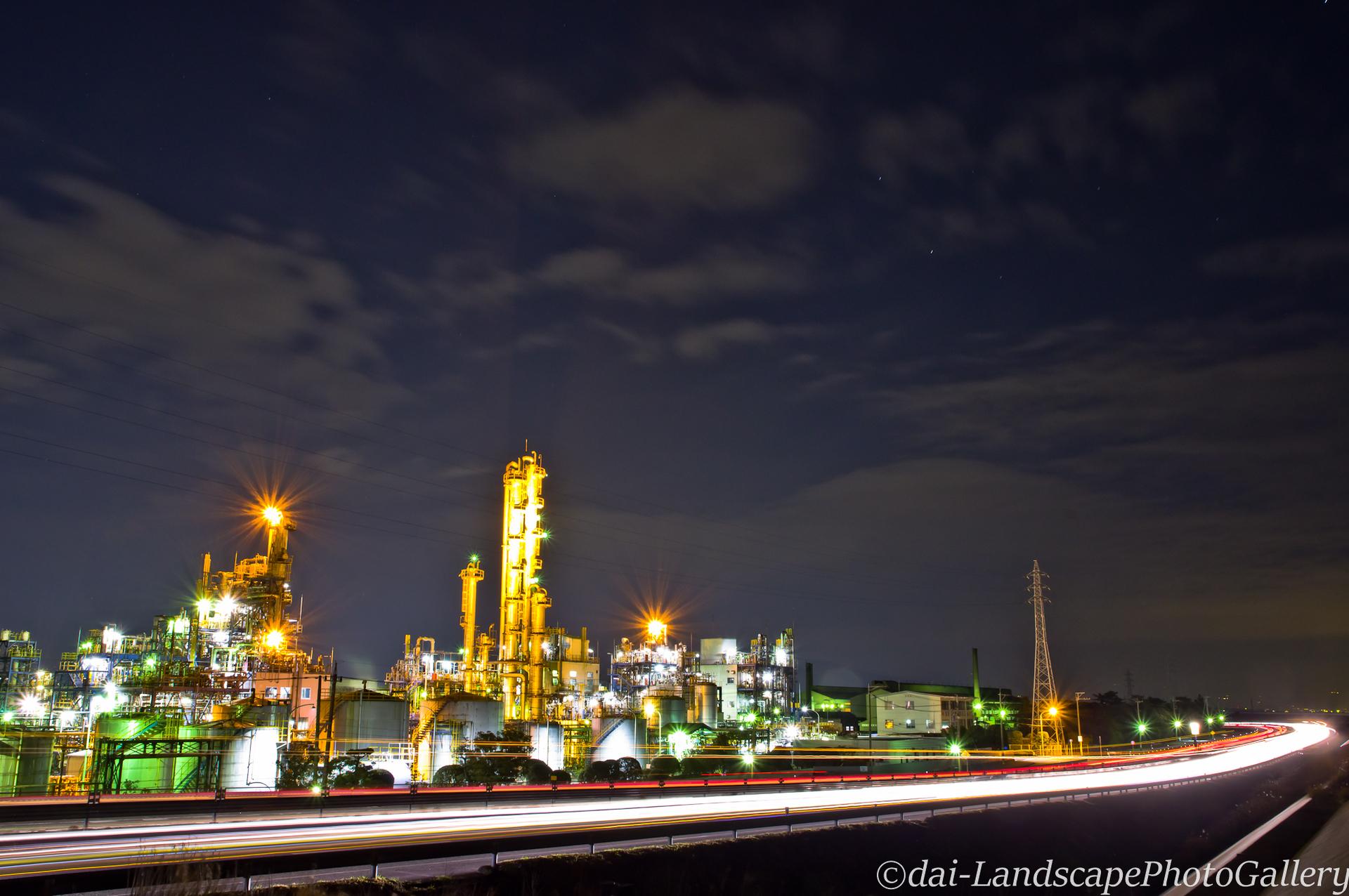 国道1号バイパスと工場夜景