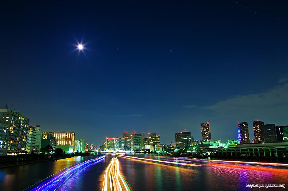 月夜の屋形船
