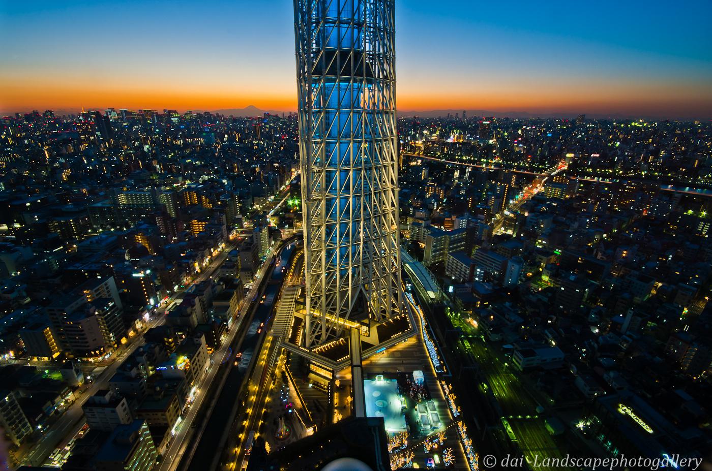 東京スカイツリー イーストタワーのトワイライト夜景